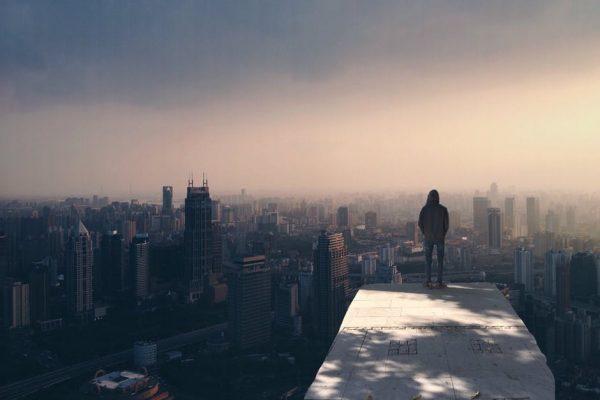 miasto zalane mgłą