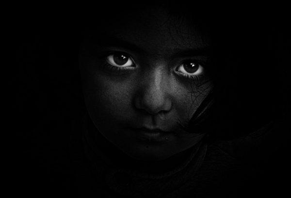 oczy w ciemności