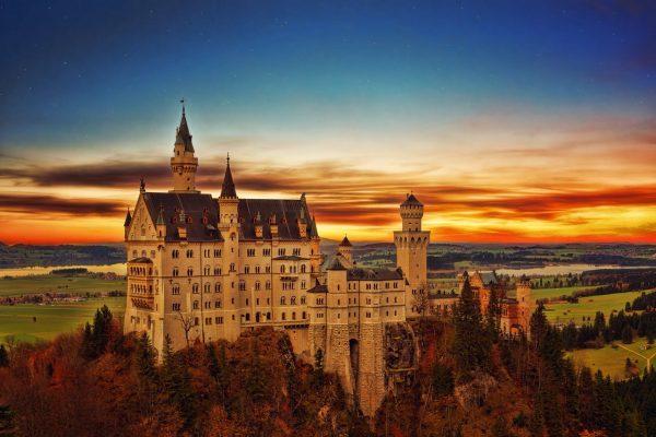 zamek na wzgórzu, słońce